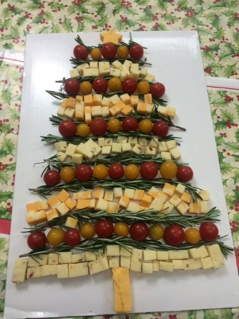How to Make: Christmas Tree Cheese Platter – TrendsGirl